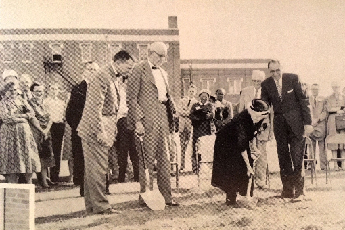 Groundbreaking of Flores building